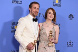 Ryan Gosling e Emma Stone no Globo de Ouro 2017.